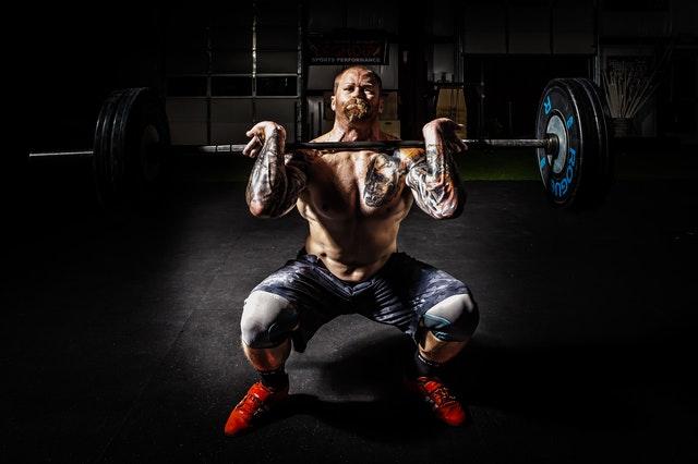 10 základov budovania svalov, ktoré sa musíte naučiť